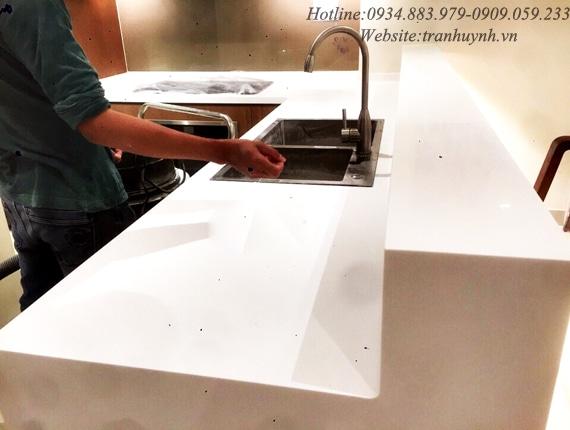 mặt bếp đá nhân tạo solid surface